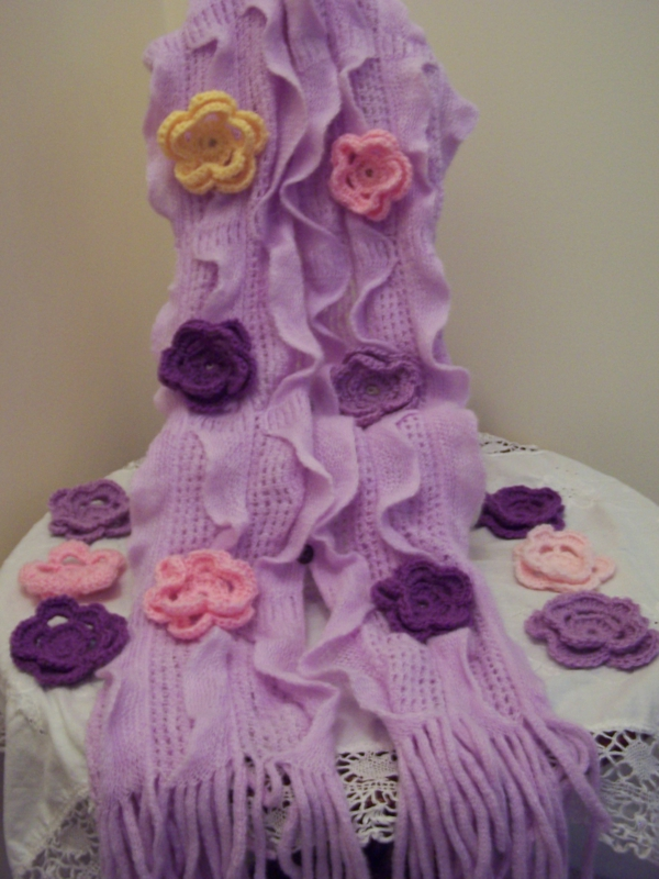 blümchen häkeln - interessante dekoration in lila farbschemen