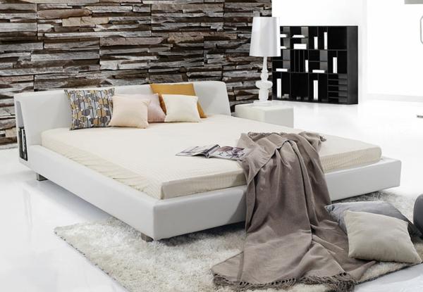 bett mit vielen kissen best bett mit vielen kissen aus samt und leinen und einem spiegel aus. Black Bedroom Furniture Sets. Home Design Ideas