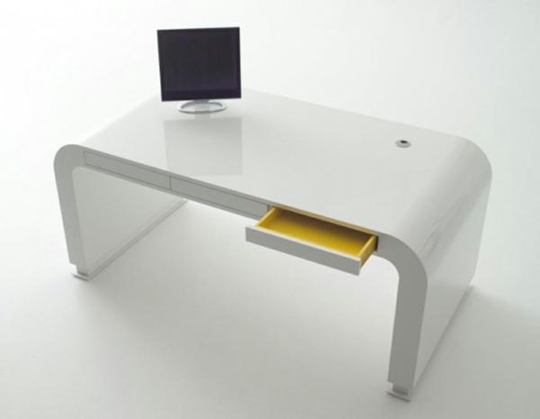 designerschreibtisch - weißes schliches modell mit einem quadratischen monitor darauf