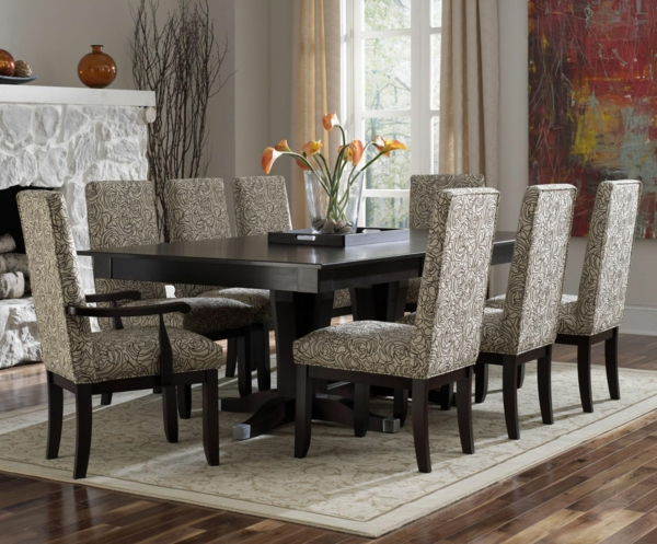 esszimmerset - großer tisch aus holz und moderne stühle in weiß und schwarz