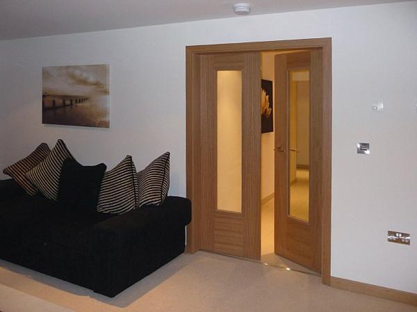 zimmertüren-eiche-holztüren-innen-design-innentüren-holz--moderne-gestaltung-für-den-innenbereich