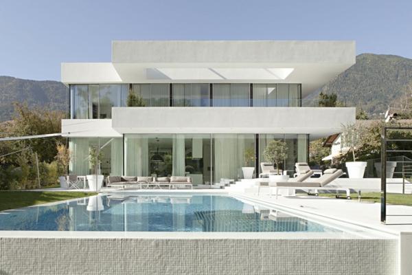 ein--traumhaus-mit-pool-und-unikaler-architektur