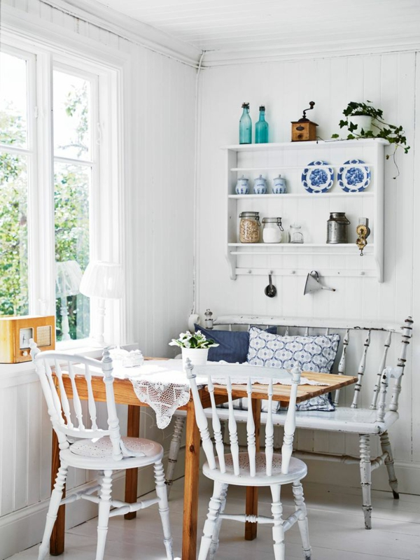 ein-wunderbares-esszimmer-gestalten-landhausstil-esszimmer-weiße-esszimmerstühle