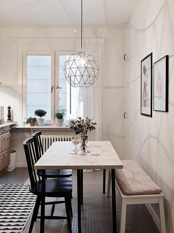 eine-schöne-holzbank-im-esszimmer-interior-design-ideen-einrichtungsideen