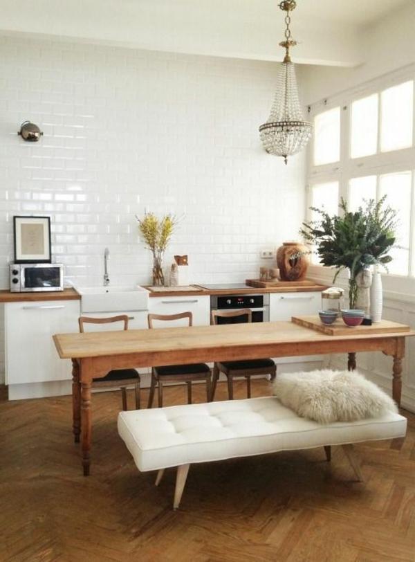 eine-schöne-holzbank-im-esszimmer-interior-design-ideen-esstisch