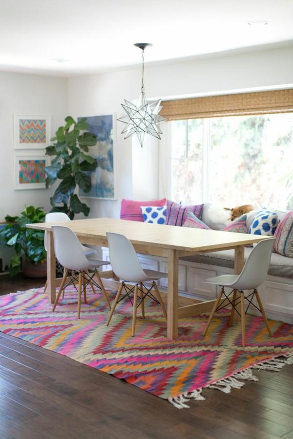eine-schöne-holzbank-im-esszimmer-interior-design-ideen--esszimmer-einrichten