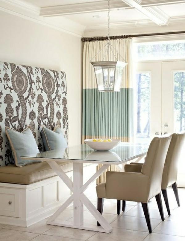 eine-schöne-holzbank-im-esszimmer-interior-design-ideen-sitzbank-weiß