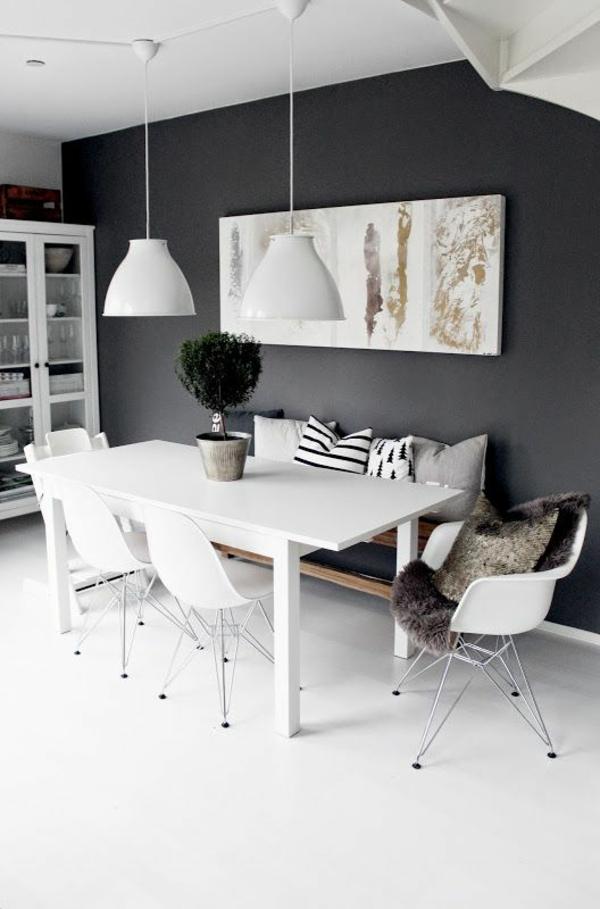 eine-schöne-holzbank-im-esszimmer-interior-design-ideen-weiß
