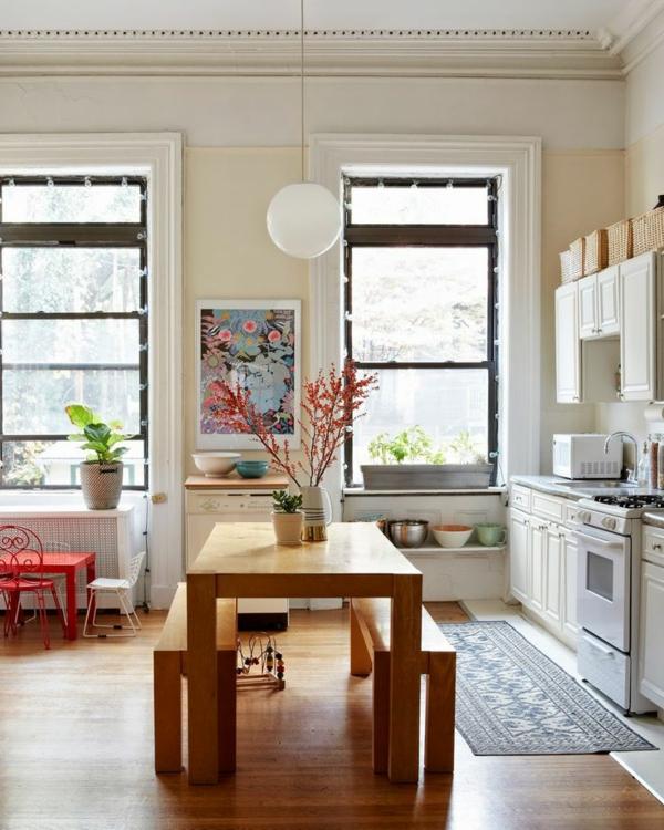 eine-schöne-holzbank-im-esszimmer--interior--design-ideen