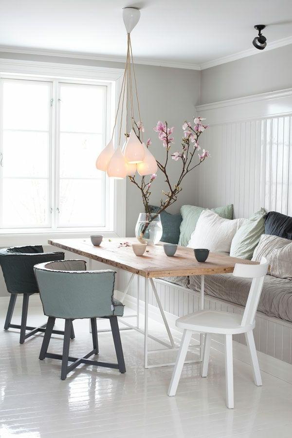 eine--schöne--holzbank-im-esszimmer-interior-design-ideen