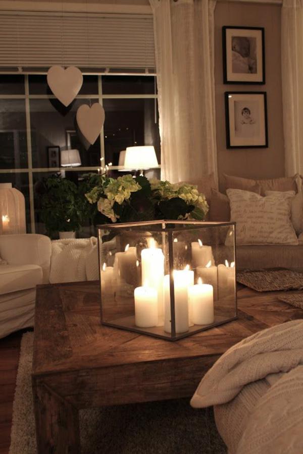 eleganter-quadratischer-tisch-mit-kerzen-darauf- ein sehr schönes und cooles bild