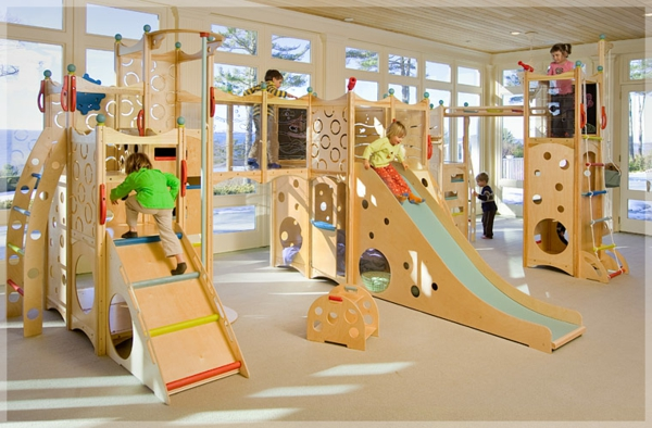 erstaunlicher-spielplatz-spielgeräte-aus-holz-kinderzimmer