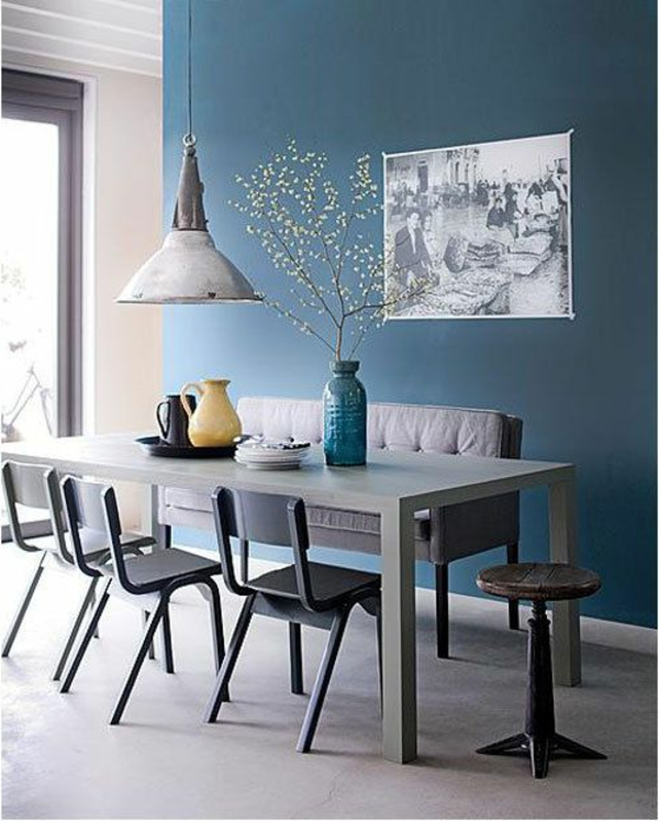 esszimmer-gestalten-schöne-und-moderne-einrichtungsideen-blaue-wand