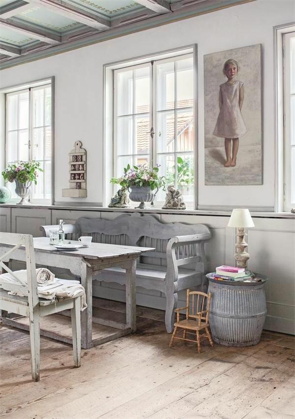 esszimmer-ideen-landhausstil-esstisch-esszimmerstühle-vintage-design-holzboden Esszimmer im Landhausstil