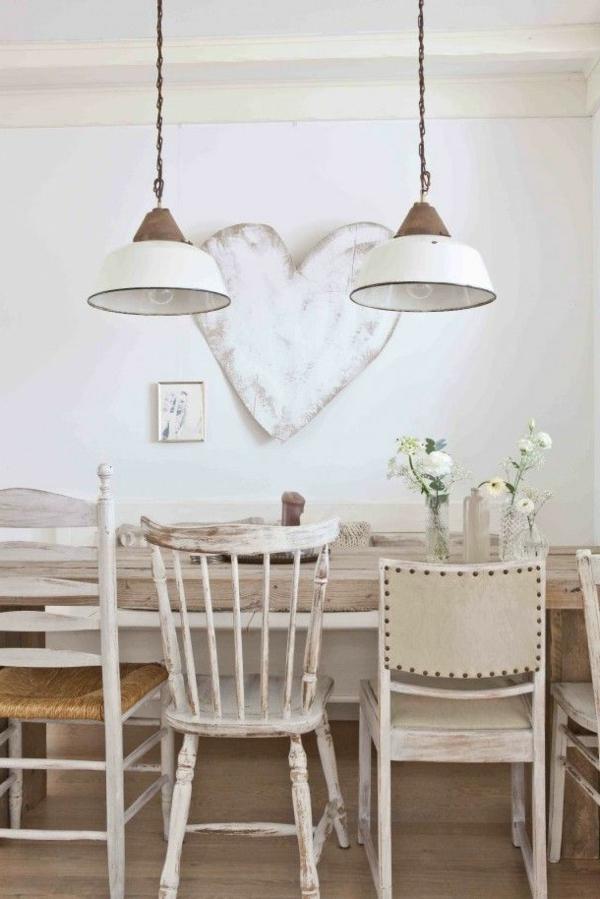esszimmer-ideen-landhausstil-esstisch-esszimmerstühle-weiß-vintage-design Esszimmer im Landhausstil