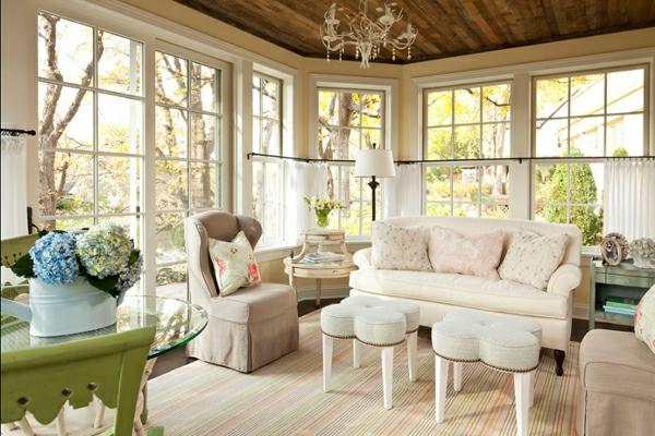 shabbystil - helles wohnzimmer mit gläsernen wänden