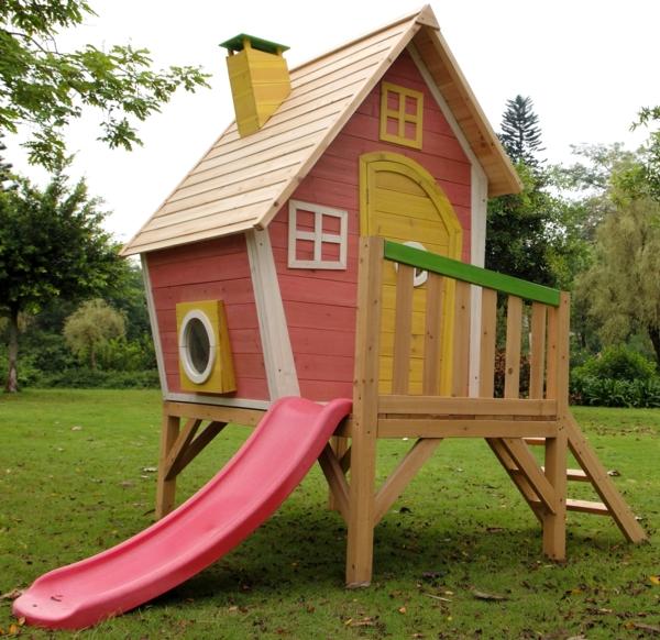 fantastische-spielhäuser-im-garten-für-die-kinder-rutsche