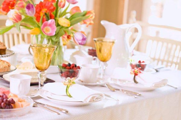 weiße Blumen Nachttisch