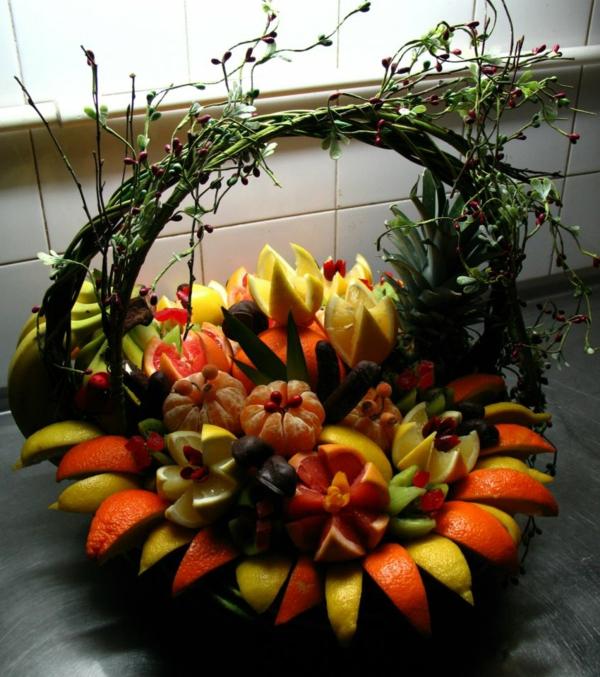 exotischesobst dekoration - viele früchte im korb