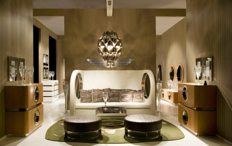 designer-wand-leuchte-im-elegantes-wohnzimmer-für-eine-besondere-atmosphäre