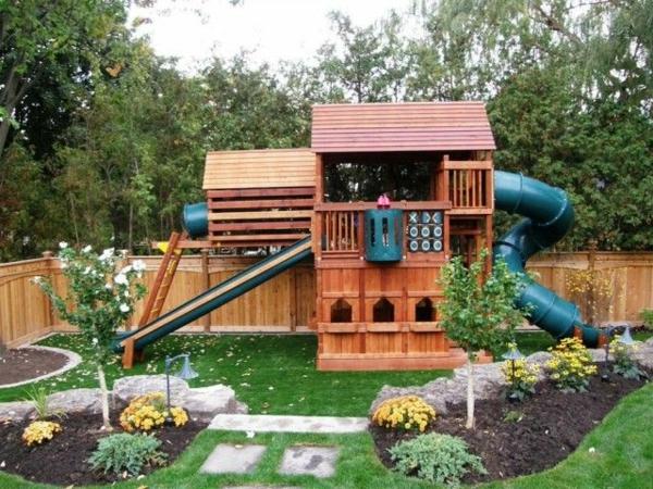 gartenhaus-mit-rutsche-zum-spielen-ein-platz-für-die-kinder