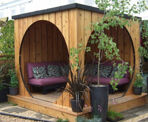 sitzecke im garten relax im gr nen. Black Bedroom Furniture Sets. Home Design Ideas