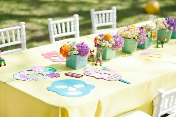 geburtstagsparty-mit-schöner-tischdeko-party-deko-gelbe-tischdecke