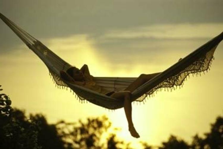 schick-gemütlich-edel-abend-liege-sonnen-untergand-luxus-entspannen