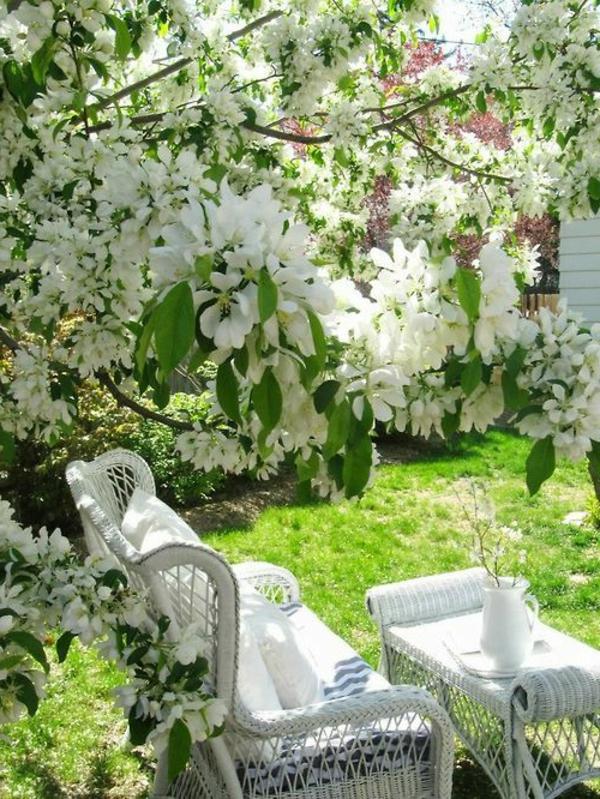 gestaltungsideen-für-den-garten-gartendeko-ideen-garten-und-freizeit-frühling Sitzecke im Garten