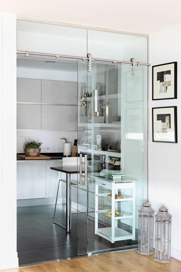 glasschiebetür-holzboden-moderne-gestaltungsideen-für-zuhause