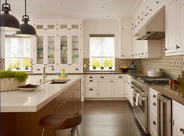 große-gemütliche-weiße-vintage-küche