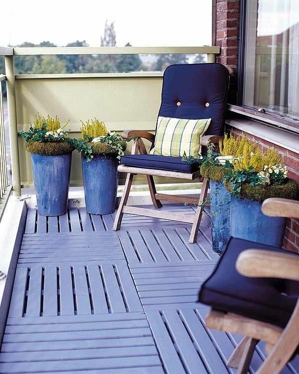hölzerne-balkonmöbel-balkon-ideen-für-draußen-balkon-gestaltung