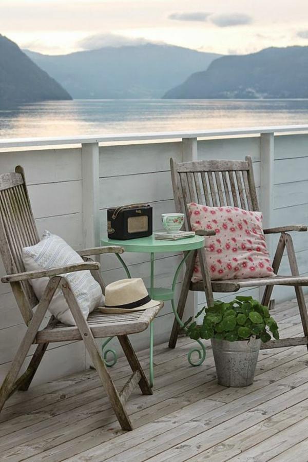 hölzerne-moderne-balkonmöbel-balkon-ideen-für-draußen-balkon-gestaltung