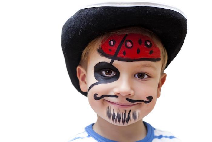 Pirat schminken einfach und schnell, Augenklappe und rotes Kopftuch malen, Schnurrhaare und Bart