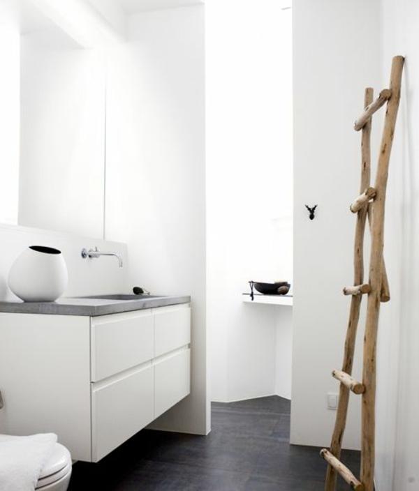 handtuchhalkter-holz-ideen-für-das-badezimmer-holzleiter-ideen-für-kleines-badezimmer-weiße-wandfarbe-weißes-badezimmer