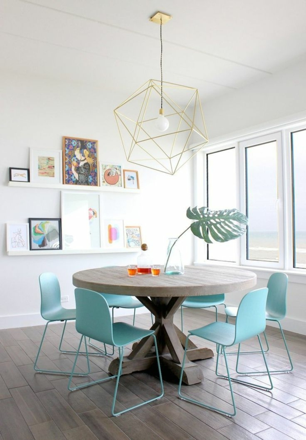 hellblaue-stühle-esszimmer-esszimmermöbel-esszimmer-einrichten-gestaltungsideen