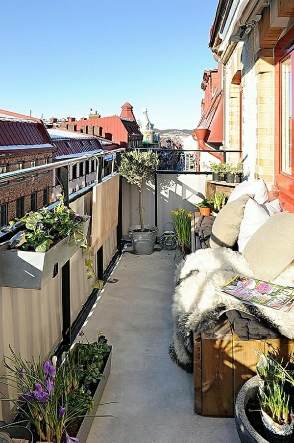 holzbank-balkon-idee-gestaltungsidee