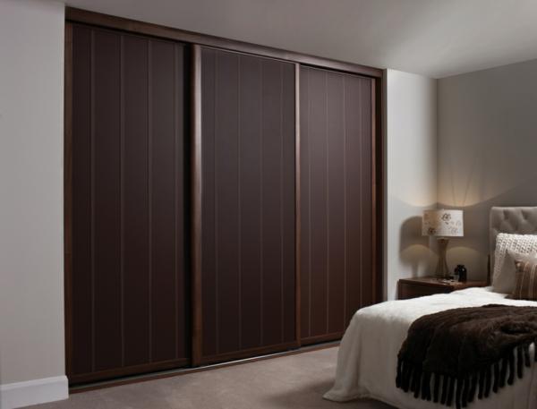 holztür-innen-interior-design_ideen-moderne-ambiente-dunkle-farbe