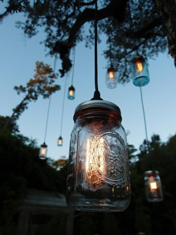 ideen-für-beleuchtung-im-garten-gartenleuchten-aus-.glas