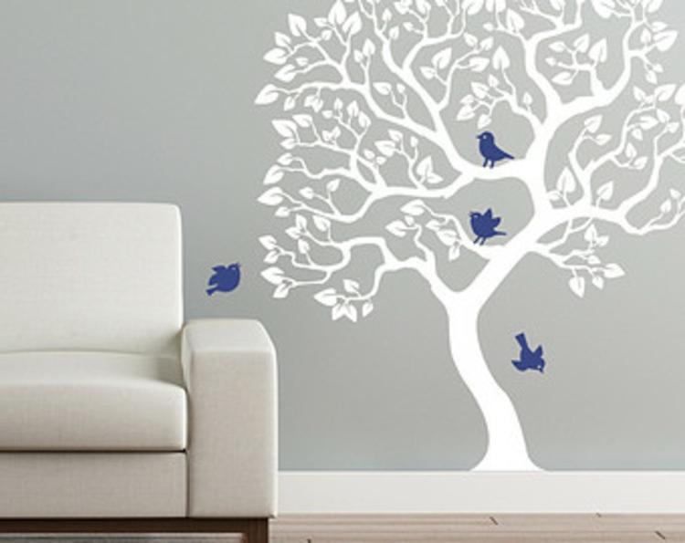 baum-tattoo-schick-edel-in-grau-besonders-vögel-in-blau-schlicht-schick-besonders-edel-modern-wohnzimmer