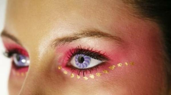 Kontaktlinsen in bunten farben - cooles aussehen