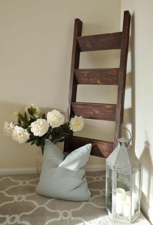 die holzleiter als moderner teil des interiors. Black Bedroom Furniture Sets. Home Design Ideas