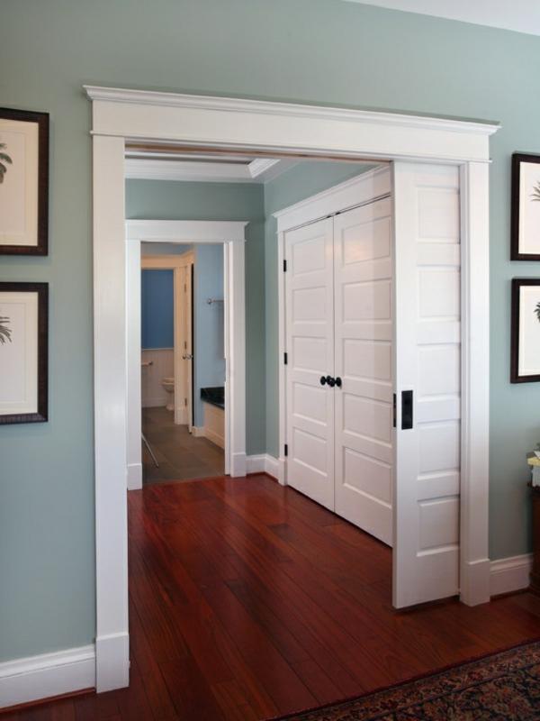 interior-design-ideen-retro-holztüren-schiebetüren-in-weißer-farbe