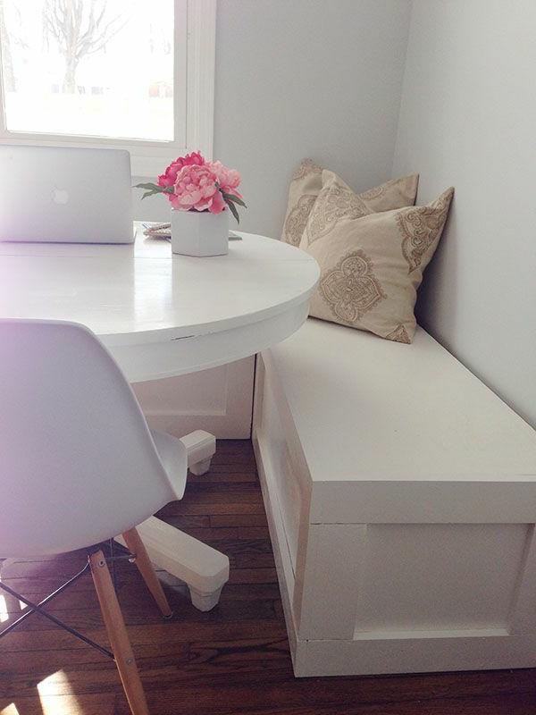 interior-design-ideen-sitzbank-holz-im-esszimmer--in-weißer-farbe