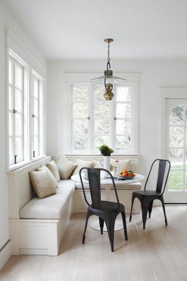 interior-design-ideen-weiße--sitzbank-holz-im-esszimmer