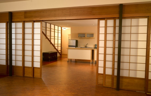 japanische-schiebetüren-weiße-und-hell-braune-farbe- ein sehr schönes und cooles bild