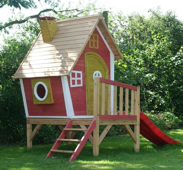 kinderhaus-mit-rutsche-zum-spielen-in-dem-eigenen-garten-bauen