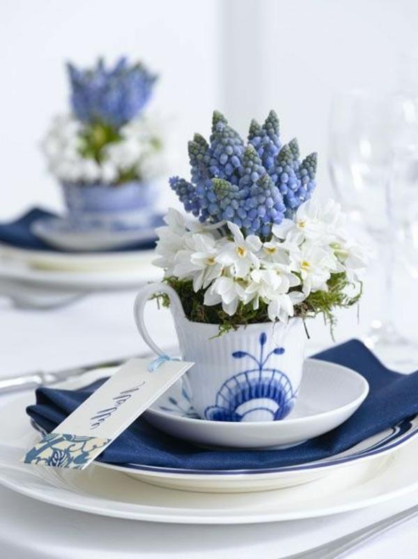 kreative-tischgestaltung-in-blau-und-weiß-tischdecke--