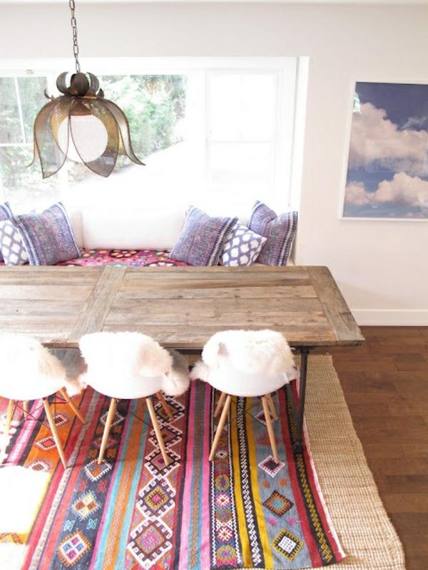 kreatives-esszimmer-gestalten-schöne-und-moderne-einrichtungsideen-bunter-teppich