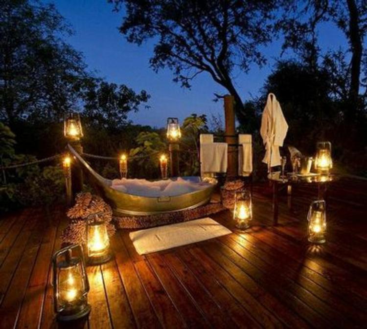 romantik-pur-schick-edel-besonders-modern-badewanne-warme-beleuchtung-schlicht-einzigartig